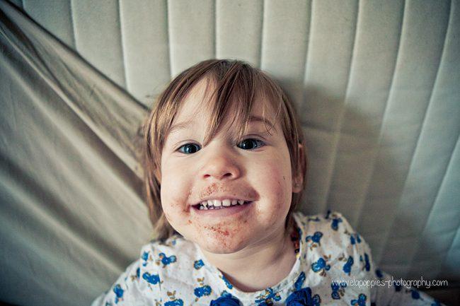 Photographe Enfant Grenoble | Ela and the... chocolate